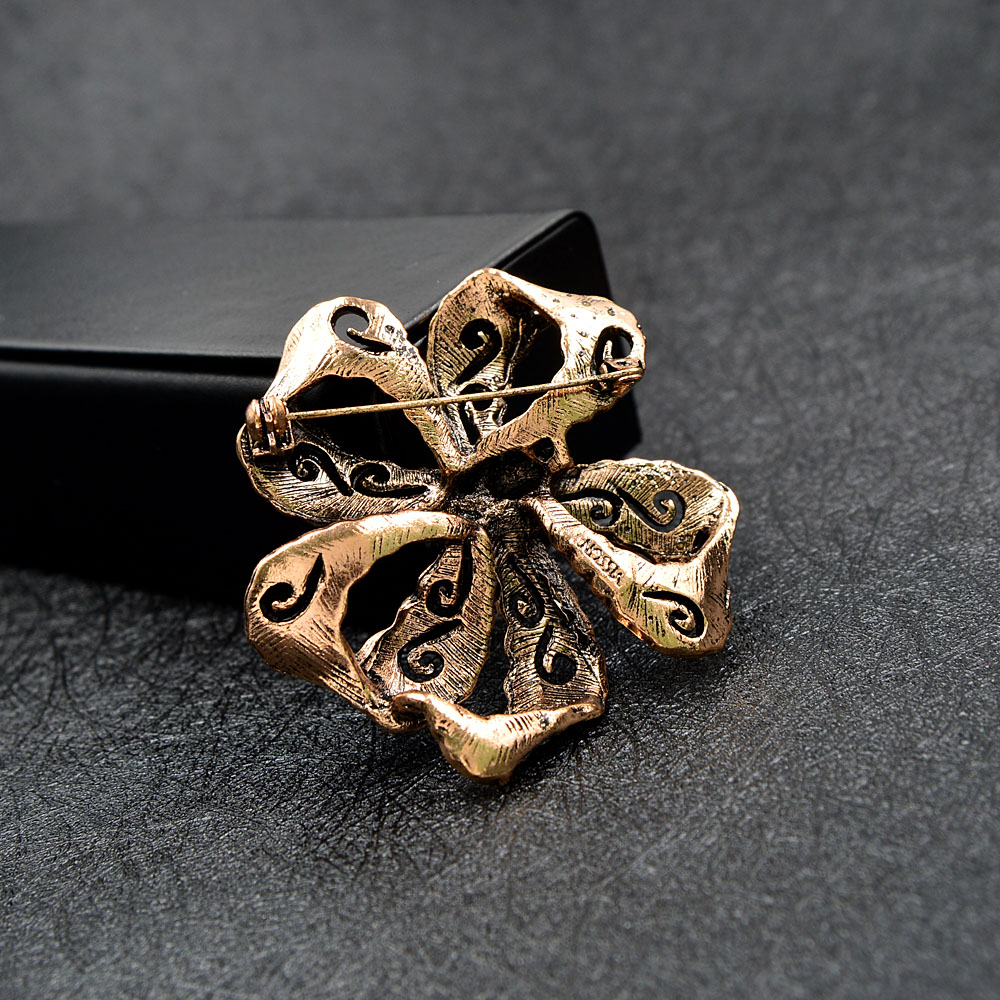 CINDY XIANG Rhinestone Bow Brooches For Women Vintage Fashion Bowknot Brooch Pin Retro Pattern Hollow-out Jewelry Good Gift 6