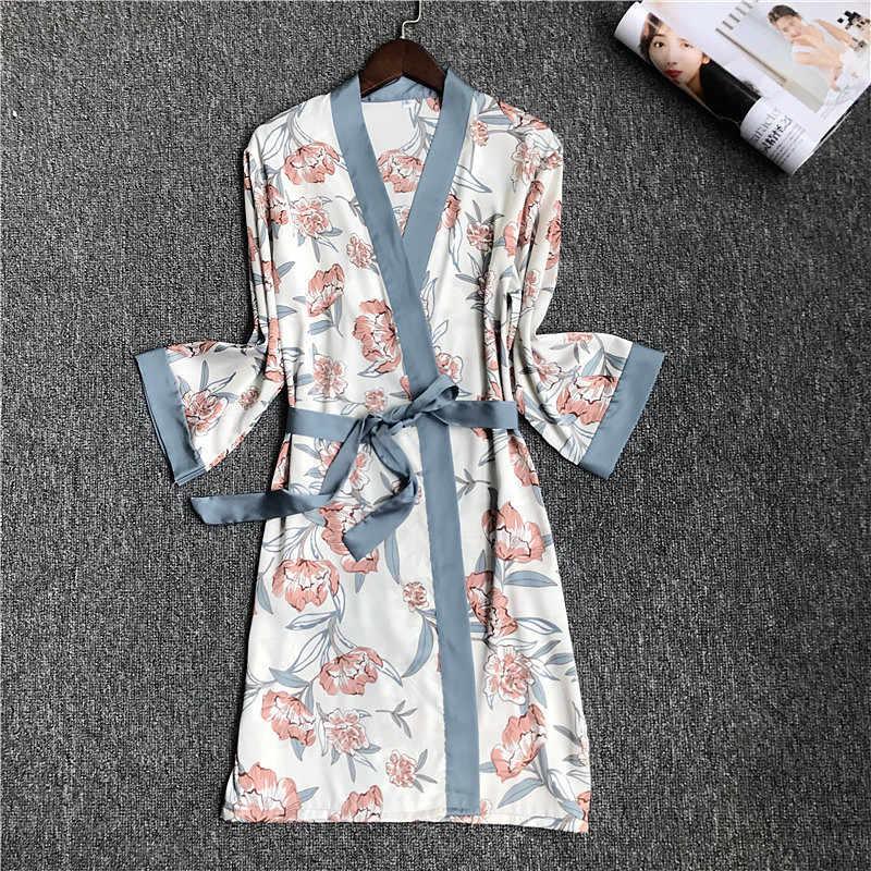 2020 İlkbahar yaz kadın saten ipek bornoz ince gecelikler kadın gevşek ipek elbiseler bayanlar çiçek baskı pijama