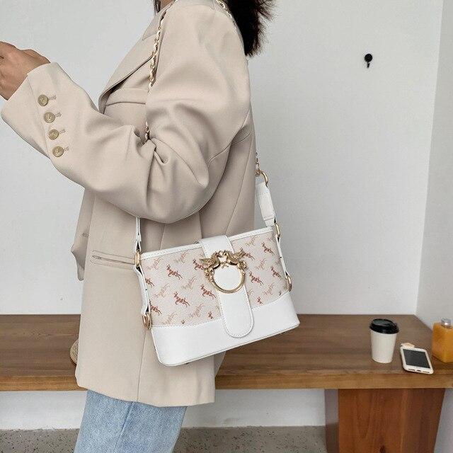 Фото женская кожаная сумка через плечо модная повседневная милая