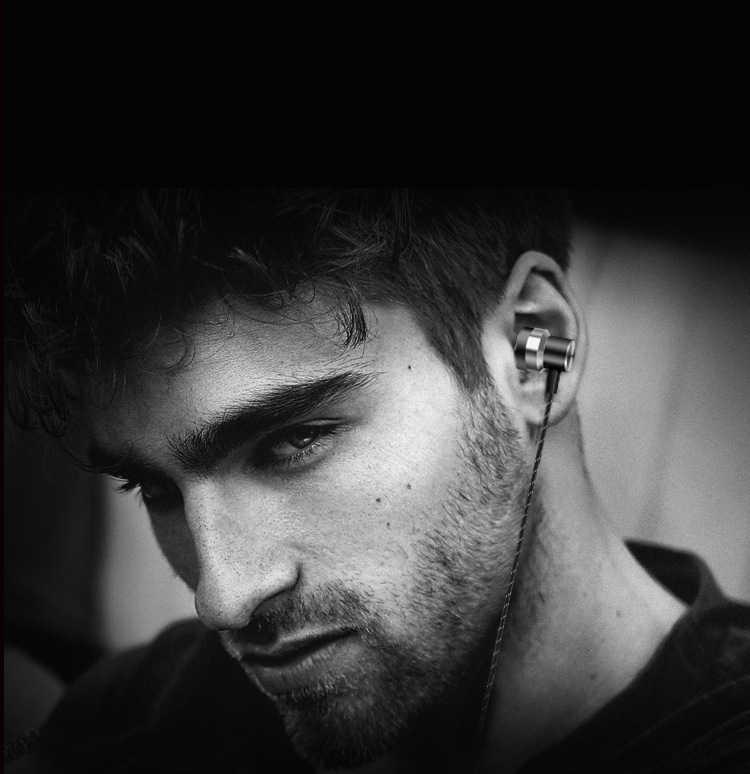 Nuovo Universale In-ear3.5mm Bass Stereo Wired Auricolare in-Ear Cuffia in Metallo