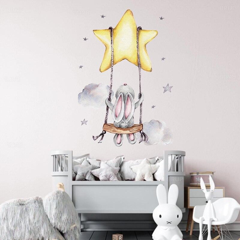 Tavşan bebek kreş duvar çıkartmaları karikatür tavşan salıncak üzerinde yıldız duvar çıkartmaları çocuk odası için PVC çıkarılabilir çıkartmalar PVC DIY