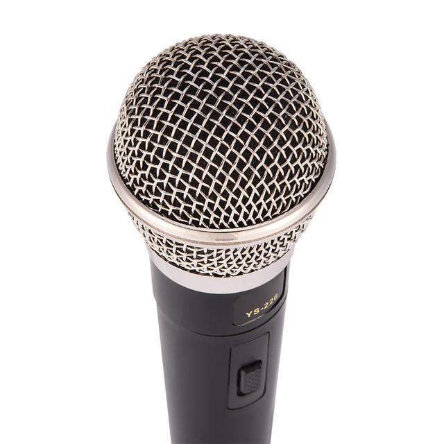Micrófono Dinámico de Mano con Cable