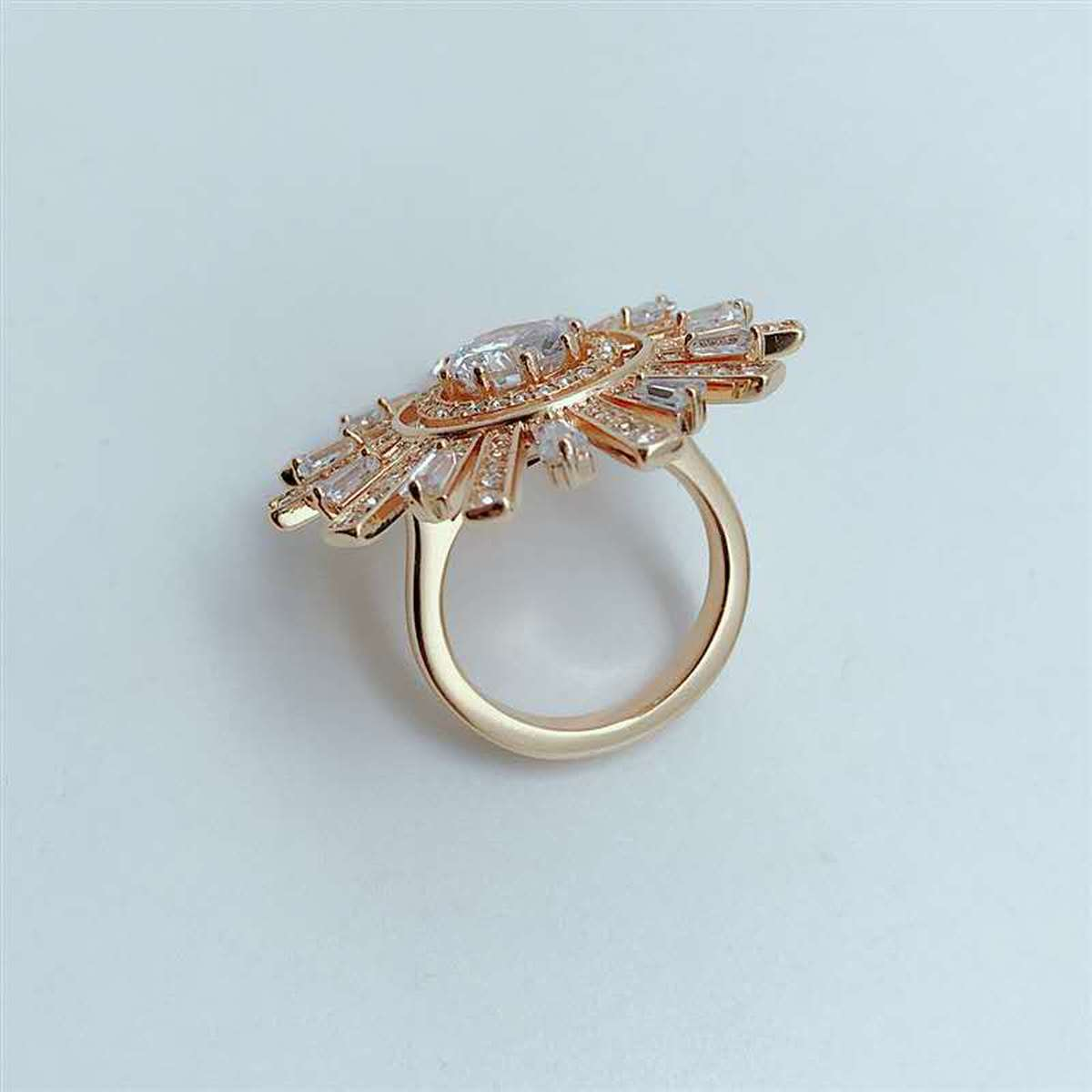 QSJIE High quality SWA. Fashionable, fresh and shiny crystal, gifts,solar Cocktail Ring Glamorous fashion jewelry