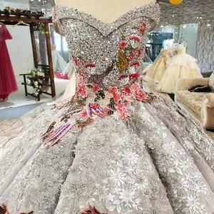 Image 4 - LS91289 di lusso abito di sfera del vestito da sera con il colore manualità fiori off spalla vestito da partito di paillettes con il treno come foto