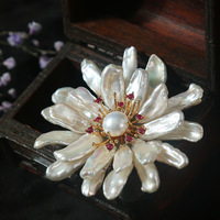 Italian designer Handmade Natural White special shaped Large Pearl and rhinestone Brooch Pendant rich atmosphere Pearl broche