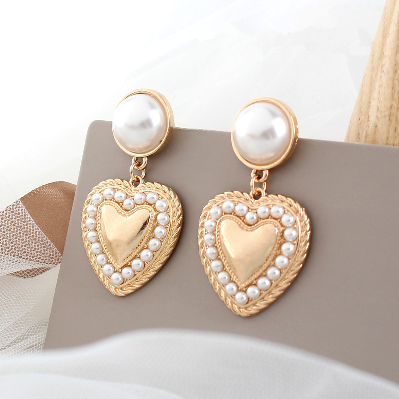 Retro Fashion Heart-Shaped Earrings Contracted Joker Earrings Heart Fashionable Elegant Stud Earrings