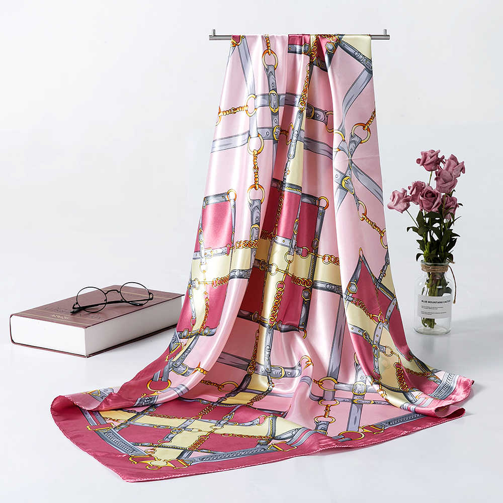 Sensazione di Seta Sciarpa Donna Fashion Modello Beige Catena Piazza Grande Raso Foulard di Raso Stampato Bandana Donne Sciarpa AA10133