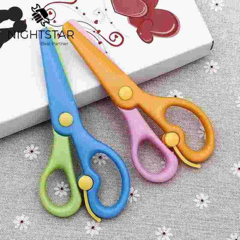 2 sztuk plastikowe nożyczki DIY Scrapbooking zdjęcie kolory nożyczki papier Student stacjonarne bezpieczeństwa dla dzieci nożyczki/losowy kolor