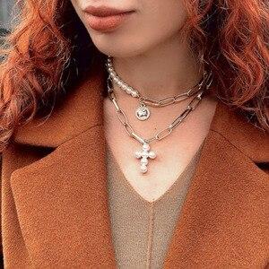 Punk Mehrschichtige Imitation Perle Choker Halskette Kragen Erklärung Porträt Münze Perle Kreuz Anhänger Halskette Boho Frauen Schmuck