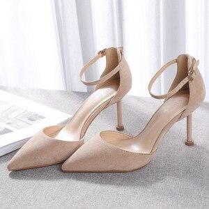 Image 4 - 2020 נעלי אישה צאן קרסול רצועות 6/8cm דק עקבים גבוהים נשים פו זמש כיסוי עקב אלגנטי סקסי נקודת הבוהן סנדלי משאבות חדש