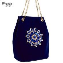 Женская бархатная сумка мешок велюровая на плечо с цветочной