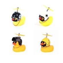 Coche pato con casco, colgante de viento roto, pequeño pato amarillo, Motor de bicicleta de carretera, accesorios de ciclismo sin luces