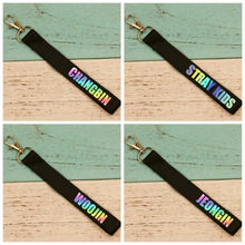 1pcs Black Colorful Name Key Chain Party Favors Keychain Keyring Pendants for Husband Boyfriend Gift Wedding Favor(China)