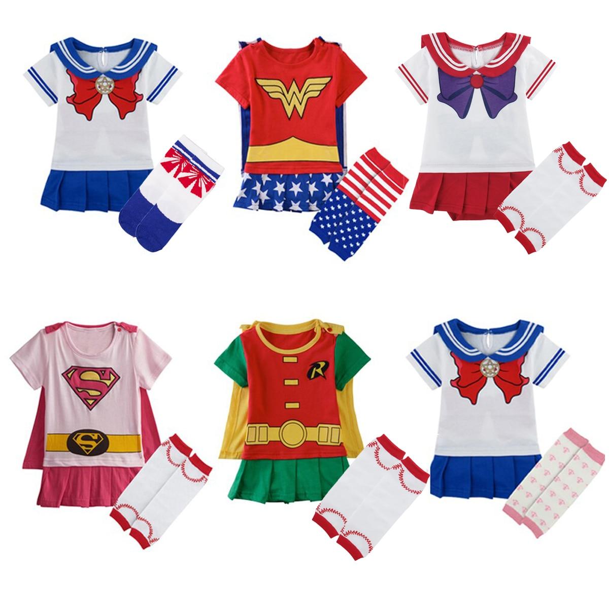 Новые детские футболки различного цвета и различными рисунками