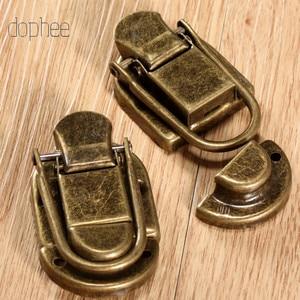 Image 2 - Dophee 5 pçs caso fivela de ferrolho trava gancho fecho de bloqueio jóias móveis decorativos caixa de presente de madeira bronze