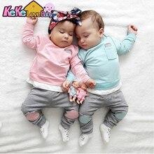 Комплект одежды для новорожденных из футболки с длинным рукавом и длинных брюк