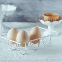 Yumurta rafı mutfak gereçleri pişirme pratik süslemeleri fotoğraf sahne gıda fotoğraf