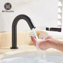 黒センサー蛇口バスルームのシンクデッキマウントホットとコールド自動洗面器の蛇口バッテリ駆動節水タップ