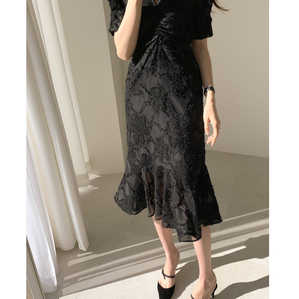 H607bd9b80375430e90c722386029d3c9a - Spring / Autumn V-Neck Short Sleeves Waist-Controlled Creased Midi Dress