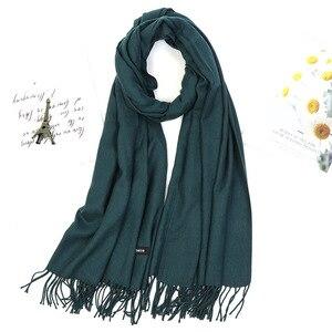 Image 2 - Kobiety jednolity kolor moda zimowy szal szal gruby Tassel hidżab szalik wino czerwony szary Khaki ciepła szyja WrapsLady Pashmina Bandana