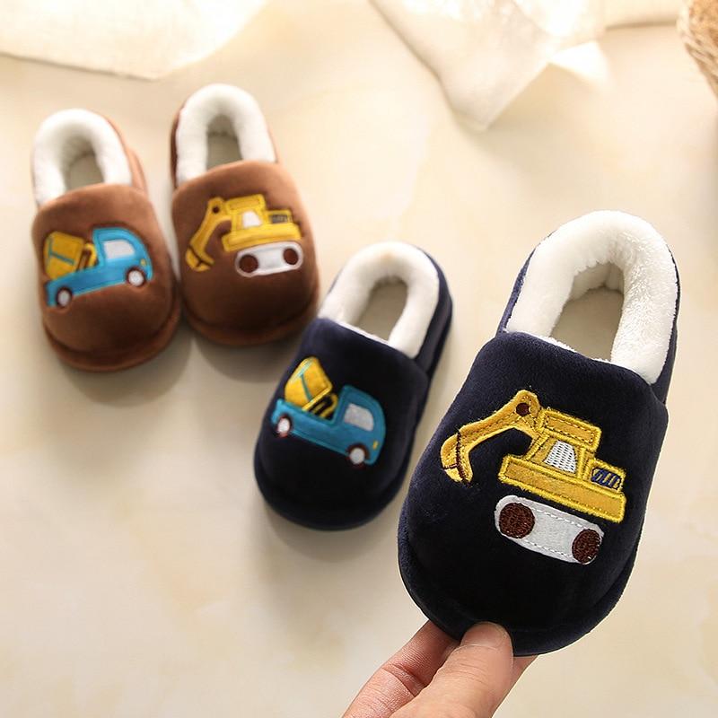 Новинка 2019 года; тапки для дома помещений для маленьких мальчиков и девочек; детская обувь с рисунком грузовика экскаватора; тапочки;