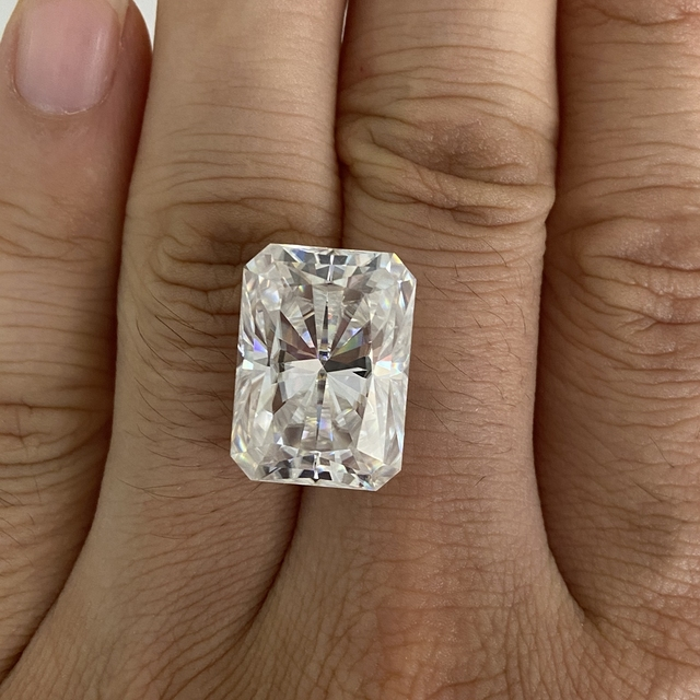 Moisangna Synthetic Lab Grown Created Radiant Cut 8x12mm D VVS 5 Carat Moissanite Gemstone for Engagement Ring 3