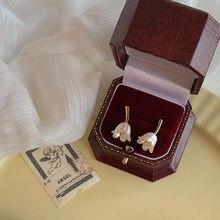 Francês retro chique elegante pequeno fresco e simples design branco flor brincos para o casamento feminino jewerly presentes