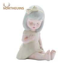 Northeuins resina sentado menina estatuetas para interior estatuetas em miniatura fantasia ano novo decoração 2021 casa acessórios