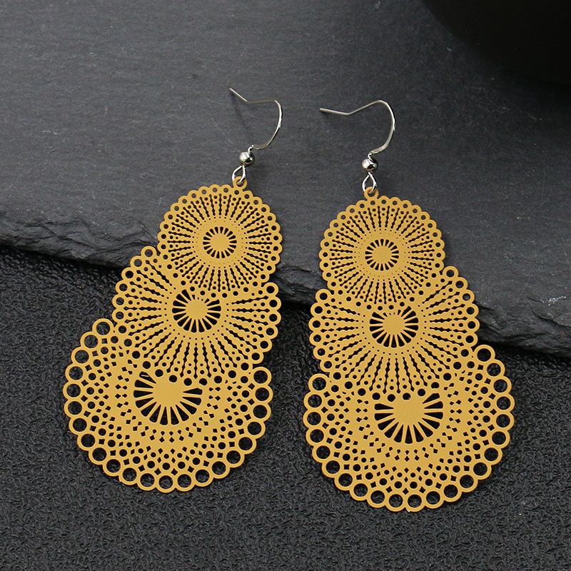 Europe Hot Selling Hollow out Decorative Pattern Exaggeration Earrings Fashion Color Ear Stud Star Celebrity Style Accessories
