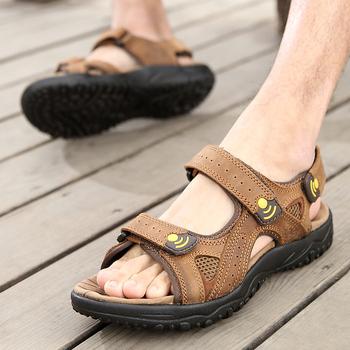 Letnie modne sandały na plażę mężczyźni antypoślizgowe sandały na płaskim obcasie mężczyźni Sandalias mieszkania oddychające męskie sandały z odkrytymi palcami tanie i dobre opinie fuhaobang Prawdziwej skóry Skóra bydlęca Podstawowe NONE LEISURE RUBBER Slip-on Mieszkanie (≤1cm) Pasuje prawda na wymiar weź swój normalny rozmiar