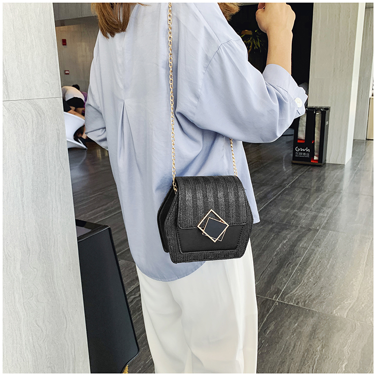 Mini Bag Girl 2019 New Korean Edition Fresh and Popular Fashion Chain PU Slant Bag Personal Bag Mobile Geometric Bag Clothes 86