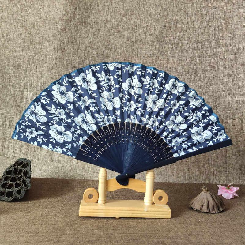 Blau Stoff Hand Fan Cool Sommer Klassische Blume Design Chinesischen Stil Mit Gefärbt Blau Bambus Rahmen Hochzeit Party Favor Decor