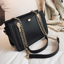 Luxury Rivet Handbag for women 2019 Designer Brand Metal Chain Tote Bag High quality PU Leather Women bag Crossbody Bag NEW metal ring pu leather tote bag
