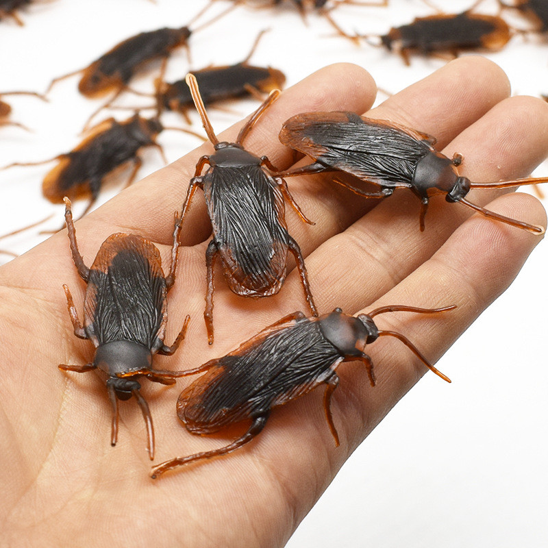10Pcs Party Favors Halloween Gadget Plastic Cockroaches Joke Decoration Props Rubber Toy Gags Jokes Toys Insects Bugs Cockroach