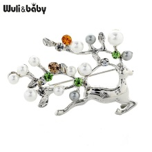 Wuli&baby Pearl Deer Brooches Women Men Rhinestone Deer Christmas Brooch Pins Gifts
