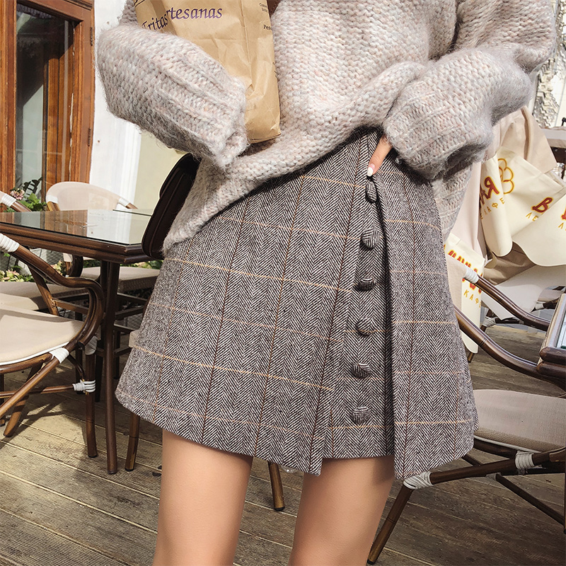 Mishow 2019 Spring Office Lady Shorts Skirts Fashion Female Plaid Slim Casual Button Mini Shorts MX18D2451