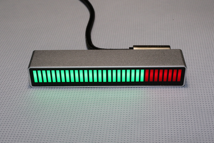 32 битный голосовой активации музыки уровень лампы с Алюминий корпус из алюминиевого сплава (24 изумрудно зеленый + 8 красный) для автомобиля, специальный дизайн, H029