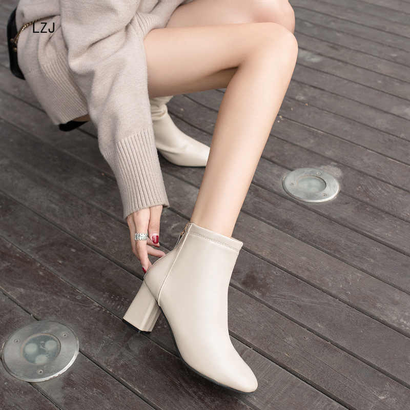Ingiliz rüzgar kadın ayakkabı yeni hakiki deri yüksek kalite 7CM kare topuk sonrası fermuar kare ayak Chelsea çizmeler yarım çizmeler