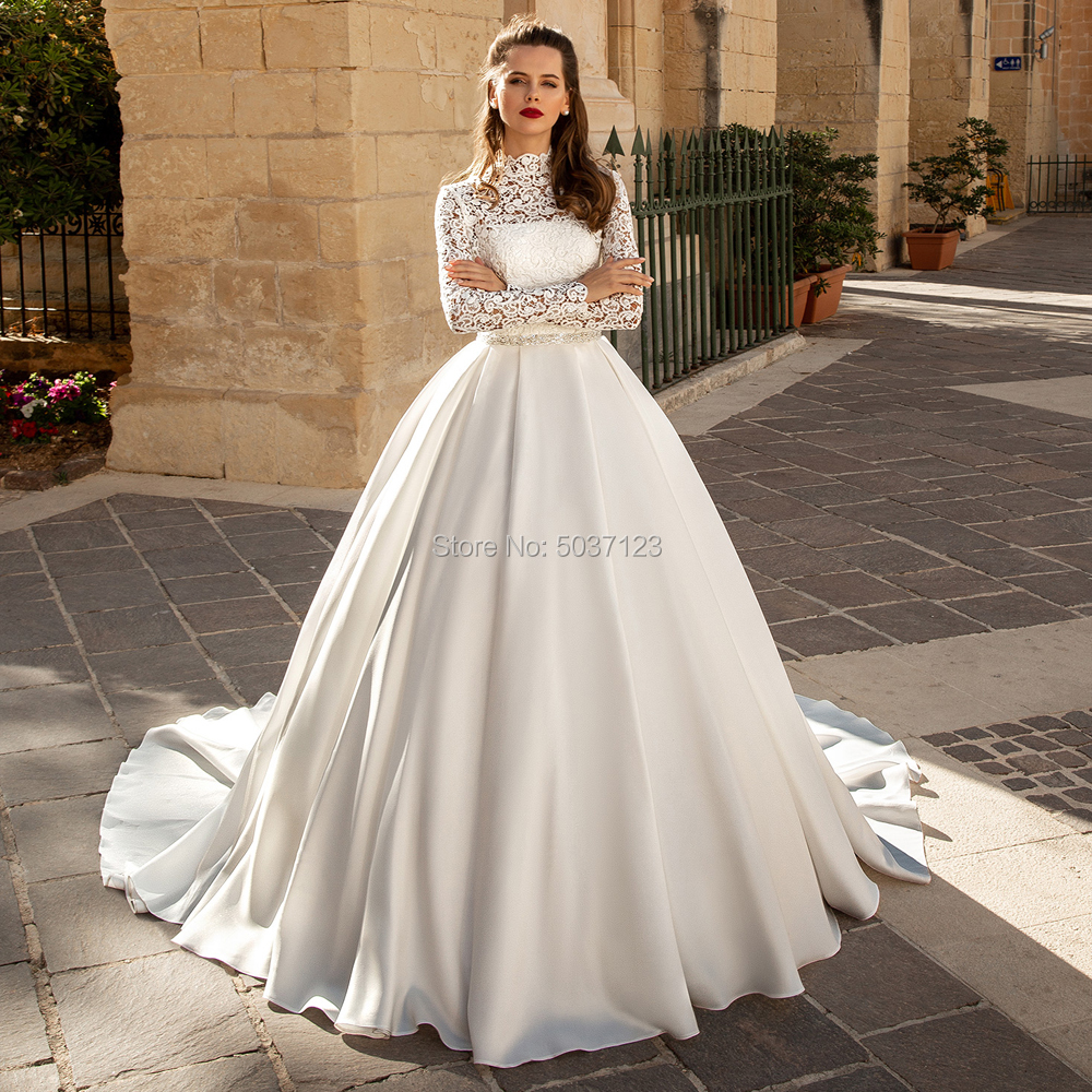 Attractive Lace Long Sleeves Wedding Dresses High Neck Ball Gown Beaded Sash Bride Wedding Gowns Buttons Back Vestido De Noiva