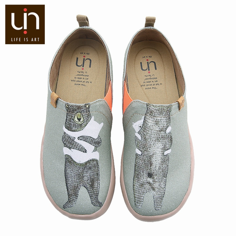 UIN Bear's Hug Design Painted Women Canvas Shoes Slip-on Loafers Travel Sneaker Casual Ladies Walking Shoes Soft Lightweight