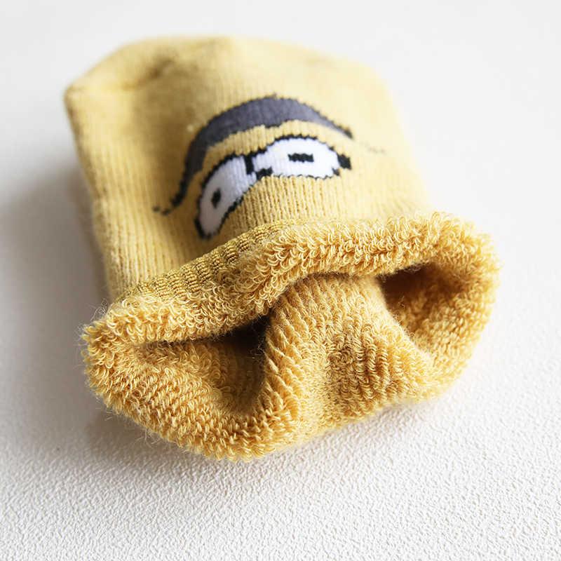 Bambini calze al ginocchio alto calze autunno inverno nuovo spugna di ispessimento dei bambini calzini del pavimento calzini antiscivolo di plastica del bambino del bambino del fumetto calzini