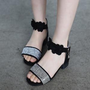 Image 2 - ילדים של נעלי בנות סנדלי קיץ חדש ילדה קטנה נעלי רך החלקה עור ריינסטון עקבים גבוהים נסיכת נעליים עבור ילדים