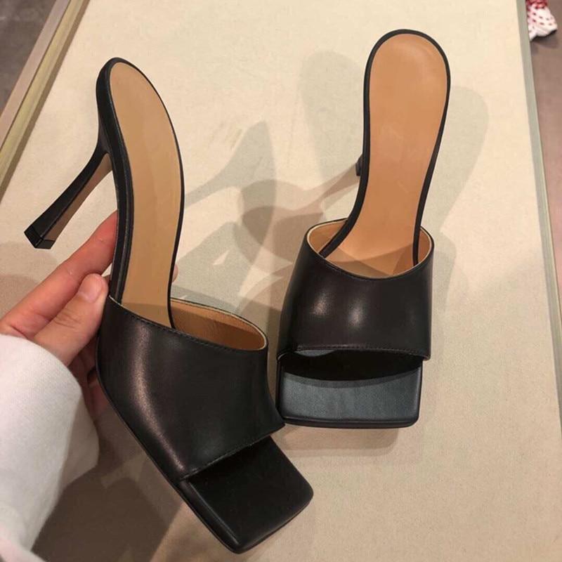 2019 nouveau été sandales femmes Vintage bout carré décontracté en plein air pantoufles bascule conception talons hauts plage chaussures pantoufles femmes