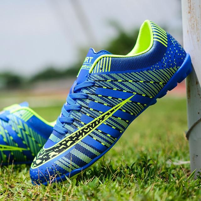 Unhas longas explosivas e sapatos de futebol quebrados, esportes macios e leves respirável sapatos de futebol da forma das crianças