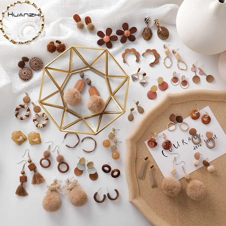 HUANZHI 2019 Autumn And Winter New Style Literary Vintage Brown Hairball wood Enamel Drop Earrings for Women Girl Party Jewelry