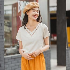 Image 4 - Novedad de Verano de 2020 INMAN, camiseta de manga corta bordada con personalidad y cuello en V combinable literaria de Color puro