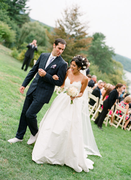 Мягкое кружевное и атласное свадебное платье на тонких бретельках с вырезом в виде сердца и поясом со складками, ТРАПЕЦИЕВИДНОЕ свадебное