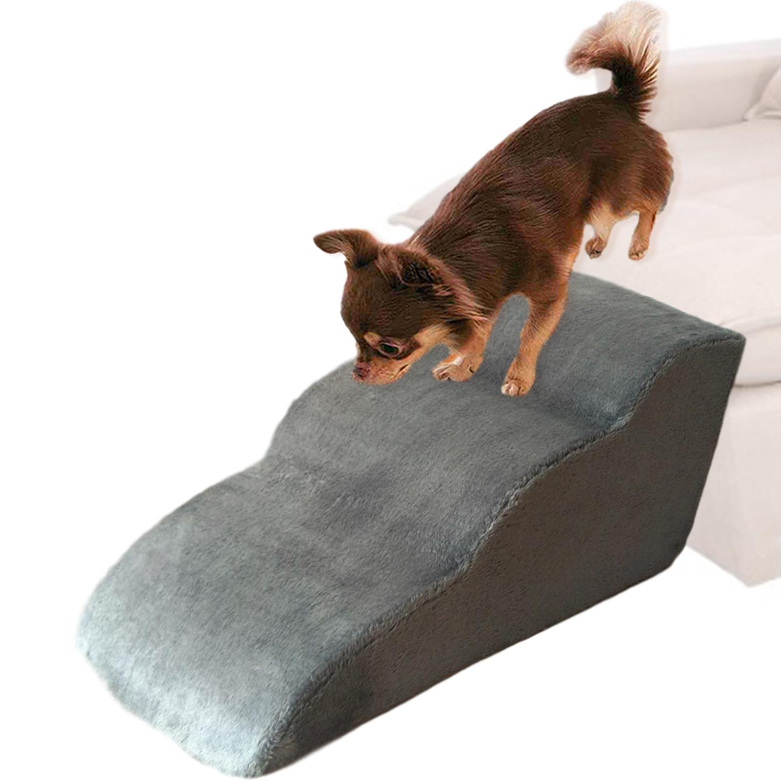 1 、 Escadas para animais de estimação: ajude os animais de estimação a se moverem facilmente para cima e para baixo em camas altas, sofás e outros lugares. Ajudar cães ou pequenos animais de estimação a se deslocarem de um lugar para outro, pode ser usado por muito tempo. 2 、 Proteja as articulações e os joelhos do cão: ajude o seu cão a andar com firmeza, muito adequado para cachorros ou cães com artrite e doenças nos joelhos. 3 、 Material macio: pano de escada de cachorro capa de flanela macia, esponja interna de alta resiliência respirável, confortável e não é fácil de deformar. 4 、 Fácil de limpar: O casaco da escada pode ser completamente retirado e lavado. 5 、 Escadas de tamanho grande: cerca de 60 * 40 * 30 cm / 23,62 * 15,75 * 11,81 polegadas, grande o suficiente para treinar cães para subir e descer escadas.