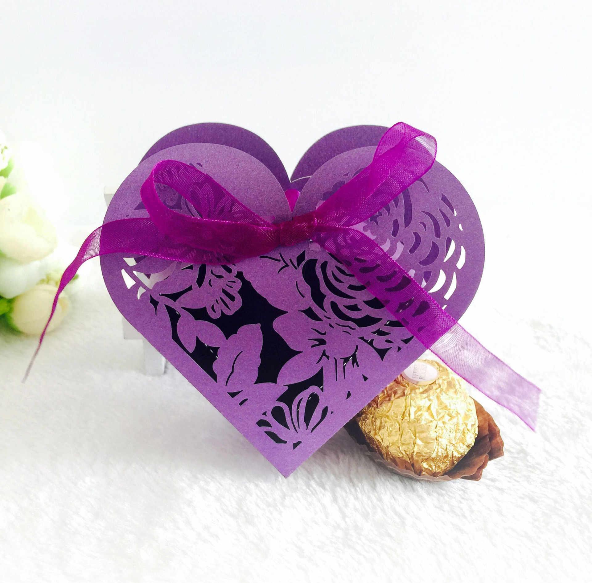 ギフトボックス好意ボックスキャンディボックス結婚式の好意のギフトキャンディボックス中空蝶ギフトボックスパーティー明確なカップケーキの好意ボックス