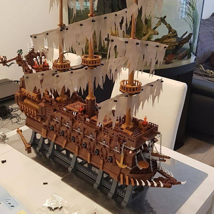 16016 Pirates of the Caribbean Movies Series MOC The Flying Netherlands Building Blocks Bricks Kids Toys Christmas gift 83015 13